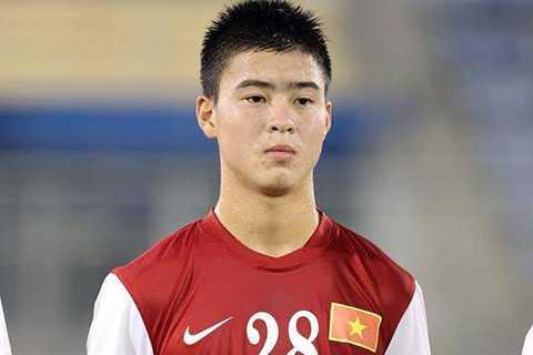 Duy Mạnh, cũng số 28, và được coi là Ronaldo của U19 Việt Nam