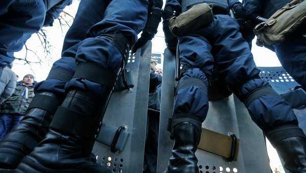 Hàng rào chắn của cảnh sáy trong cuộc biểu tình ở Kiev