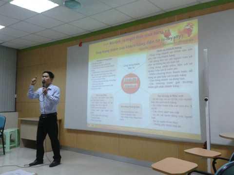 Thạc sỹ Nguyễn Phan Anh trong một giờ giảng dạy
