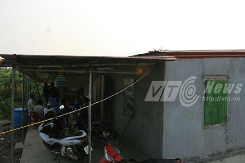 Nhà lợp tôn mạ màu nhưng trong phương án lập lại ghi là tôn Fibroxi măng; một nhà mái tôn mạ màu, khung sắt để chăn nuôi, có diện tích gần 100 m2 cũng không được thống kê - Ảnh Minh Khang