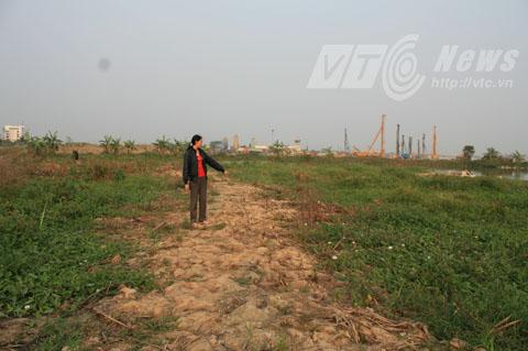 Hàng trăm mét đất gia đình chị Huyền vật lấp lên để trồng trọt, chăn nuôi cũng không được thống kê, tính toán đầy đủ - Ảnh Minh Khang