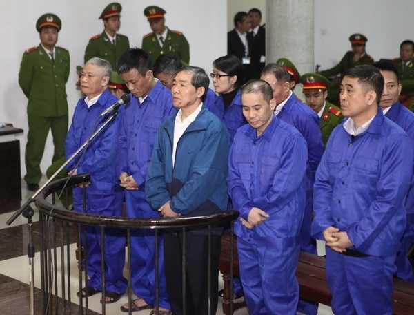 Dương Chí Dũng và đồng phạm tại phiên xét xử. (Ảnh: TTXVN)