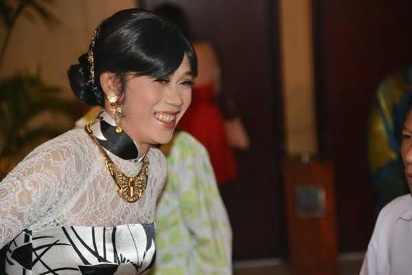Hoài Linh giả gái luôn xinh đẹp.
