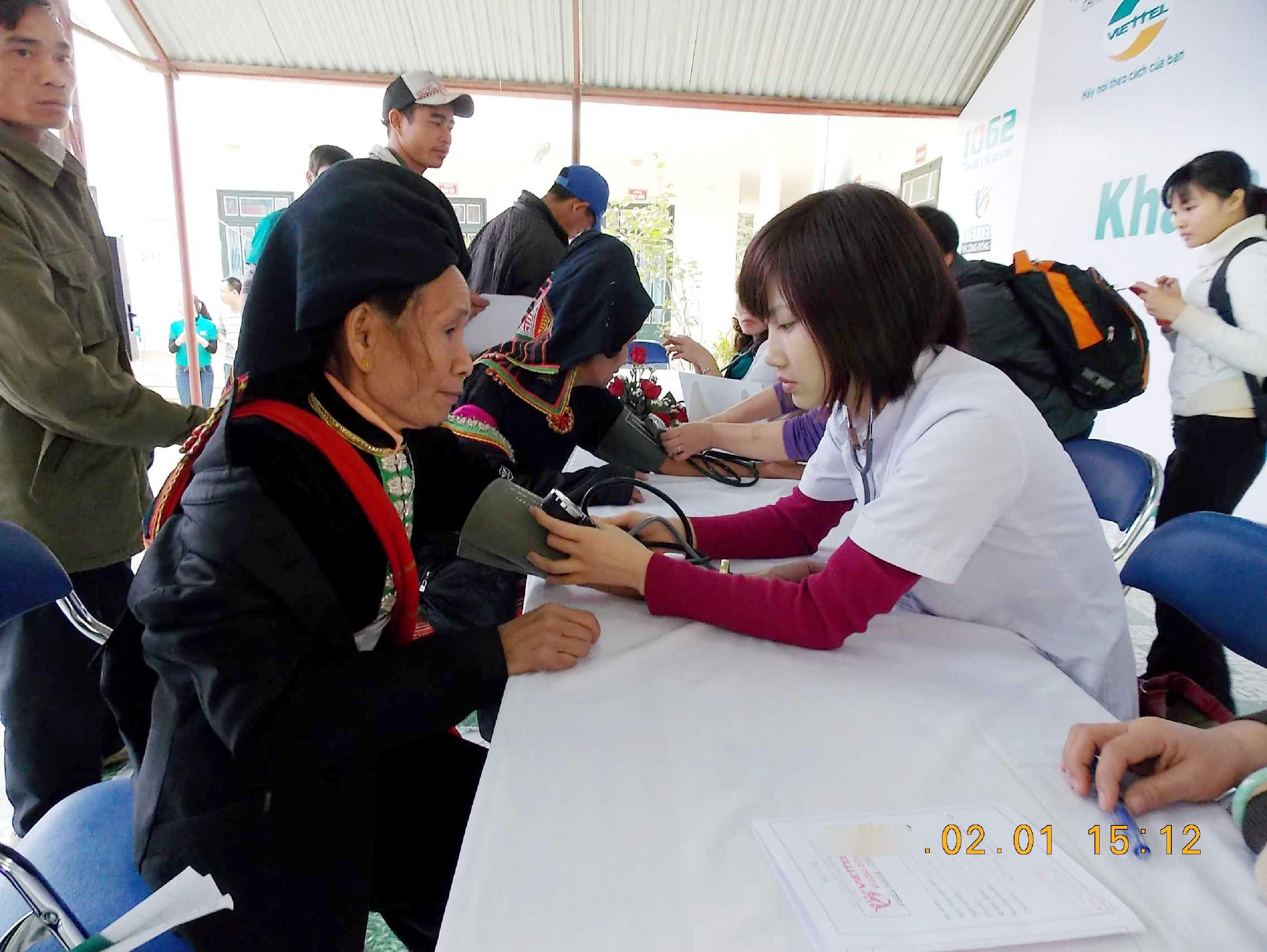 Nhiều bà con người dân tộc lần đầu được khám chữa bệnh miễn phí
