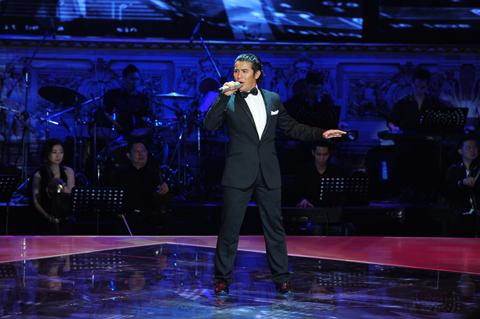 Kasim Hoàng Vũ sẽ thể hiện ca khúc Osolomio bằng cả hai tiếng Việt và Ý.