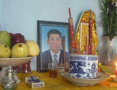 Bàn thờ nạn nhân Lê Hoàng Long.