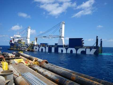 """Tàu vận tải chuyên dụng Rolldock Sea được lựa chọn làm """"bảo mẫu"""" cho Kilo Hà Nội trong suốt hành trình về Việt Nam"""