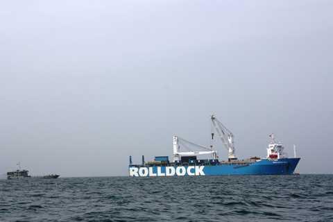 Sáng 1/1/2014, tàu mẹ Rolldock Sea chở Kilo Hà Nội đã có mặt tại vùng biển Khánh Hòa (Việt Nam)