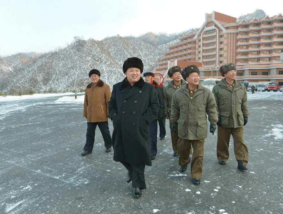 Trợ lý của Chang Song-thaek hộ tống Kim Jong-un