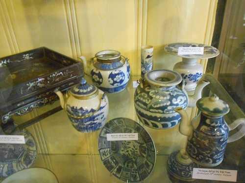 """Ngoài chén """"Khổng Tử"""", nhà cổ Tấn Ký còn lưu giữ hàng trăm món cổ vật quý khác"""