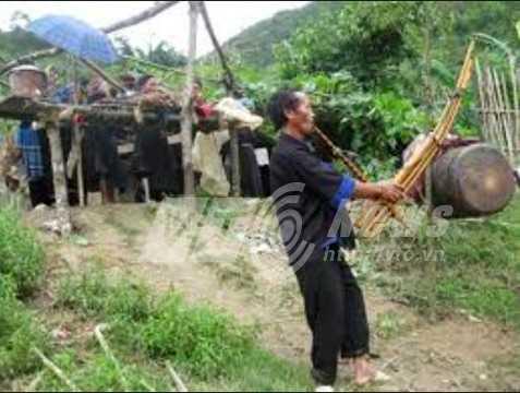 Lễ tang của người Mông. Ảnh chụp lại từ video
