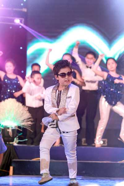 'Psy nhí' xuất hiện làm cho toàn bộ khán giả cực kỳ phấn khích.