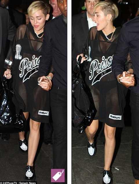 Trang phục ra phố của Miley cũng phô da thịt không kém.