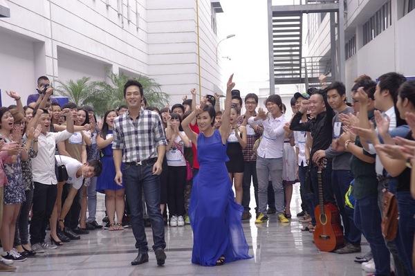 Uyên Linh có mặt để cổ vũ tinh thần thí sinh Vietnam Idol 2013