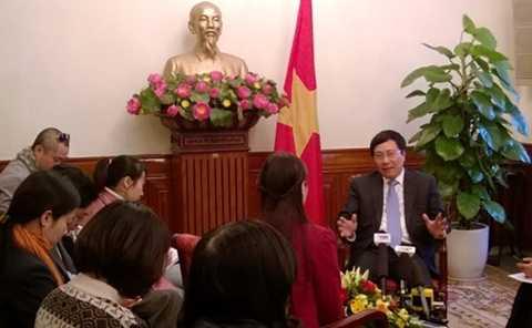 Phó thủ tướng, Bộ trưởng Ngoại giao Phạm Bình Minh trong cuộc gặp gỡ báo chí vào ngày cuối cùng của năm 2013. Ảnh: Trường Sơn/ Vnexpress