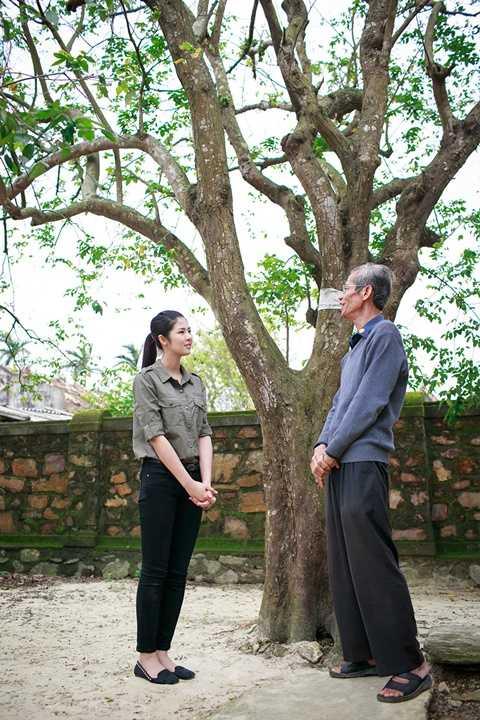 Vào buổi trưa, đoàn đã đến dâng hương tại ngôi nhà tuổi thơ của Đại tướng Võ Nguyên Giáp ở thôn An Xá, xã Lộc Thủy.