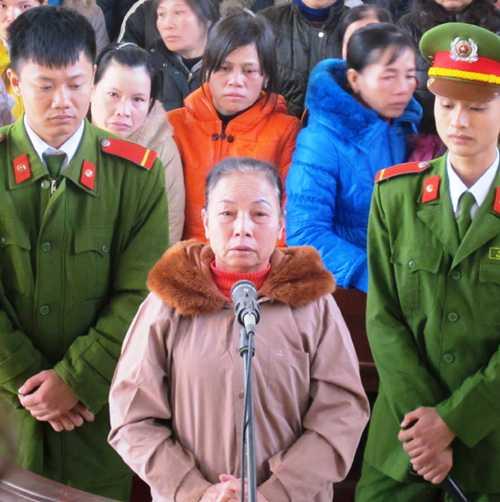 Bị cáo Nguyên Thị Hồng tại phiên tòa.