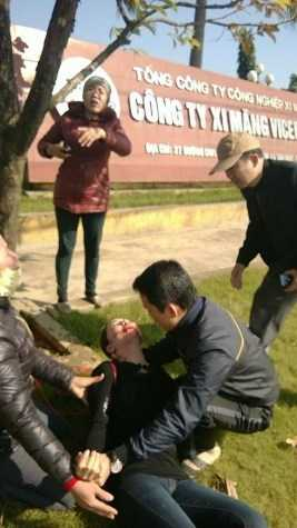 Phạm Thị Ngọc Lan treo cổ tự vẫn trước cổng Công ty xi măng tam Điệp (ảnh K.T)