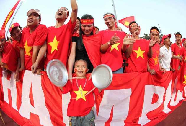 Chao Anouvong trở thành sân nhà của U23 Việt Nam và là chảo lửa rực đỏ.