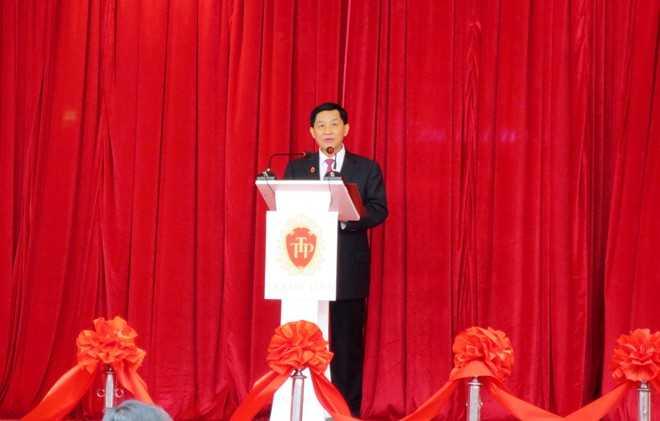 Hồi sinh Tràng Tiền Plaza là khát vọng của người con xa xứ - Johnathan Hạnh Nguyễn.   Bài viết: http://news.zing.vn/Ba-doanh-nhan-ghi-dau-an-noi-bat-nam-2013-post376030.html#home_featured.noibat  Nguồn Zing News Hồi sinh Tràng Tiền Plaza là khát vọng của người con xa xứ - Johnathan Hạnh Nguyễn.   Bài viết: http://news.zing.vn/Ba-doanh-nhan-ghi-dau-an-noi-bat-nam-2013-post376030.html#home_featured.noibat  Nguồn Zing News