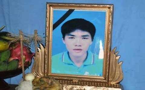 Di ảnh Trần Hữu Hiệp (25 tuổi, quê xã Thạch Long, Thạch Thành, Thanh Hóa) đã nhường áo phao cứu được 5 người trong vụ chìm tàu làm 9 người chết tại biển Cần Giờ (TP HCM)