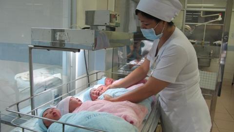 Những cháu bé sinh vào những giờ đầu tiên của năm 2014 tại bệnh viện Từ Dũ (ảnh: N.D)