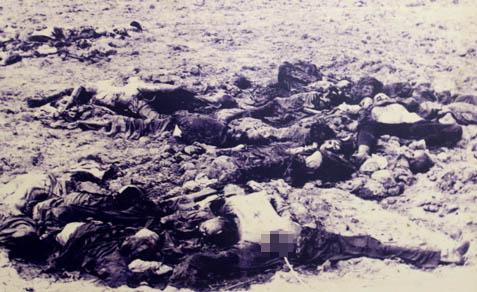 Các nạn nhân Ba Chúc bị Pol Pot tàn sát ở cánh đồng