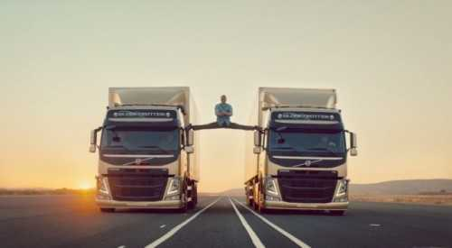 Màn tách đôi hai ôtô trong video quảng cáo của Volvo. Xem Video