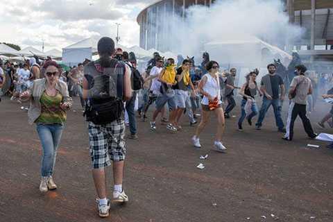 Brazil ngập trong bạo lực trong suốt thời gian diễn ra Confederations Cup