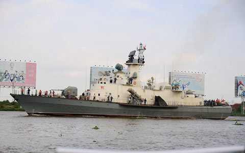 Tàu tên lửa Molniya do Việt Nam tự đóng đang thử nghiệm trên biển với tên lửa chống hạm Kh-35E