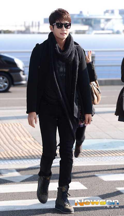 Trước đó, vào ngày 23/13, đại diện của tài tử Park Shi Hoo chính thức lên tiếng khẳng định nam ngôi sao sẽ đảm nhận một vai diễn trong bộ phim Trung Quốc của đạo diễn Jessey Tsang Tsui-Shan mang tên Fragrance (Tạm dịch: Mùi hương).