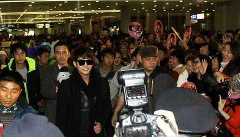 Park Shi Hoo tại sân bay Thượng Hải hôm 29/12.