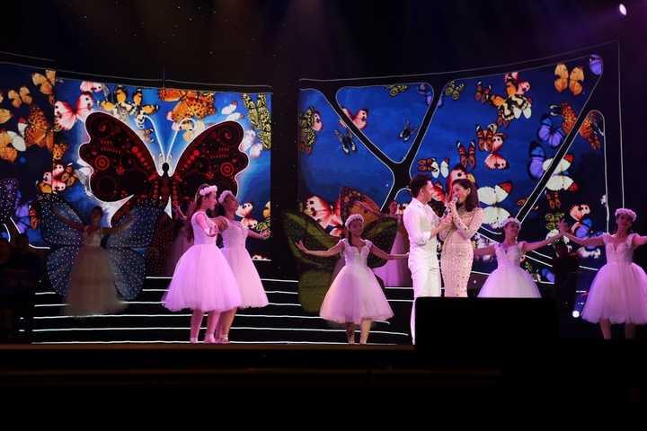 Ca khúc 'Giấc mơ có thật' với hàng ngàn cánh bướm cùng phần múa đương đại của Dương Triệu Vũ - Ảnh: Khoa Nguyễn