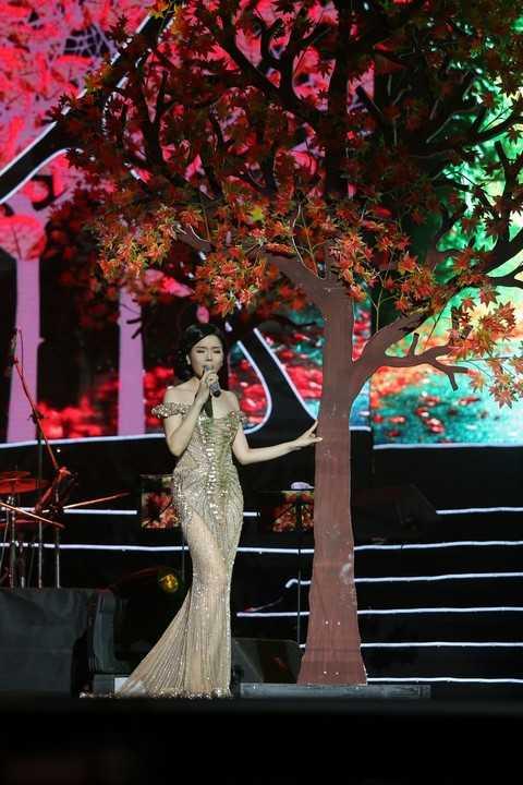 Một rừng cây được dựng ngay trên sân khấu