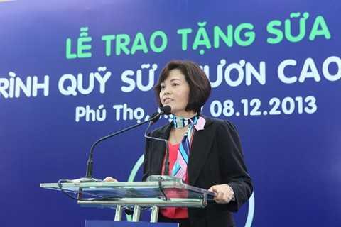 Bà Bùi Thị Hương – Giám Đốc Đối Ngoại Vinamilk phát biểu tại chương trình.
