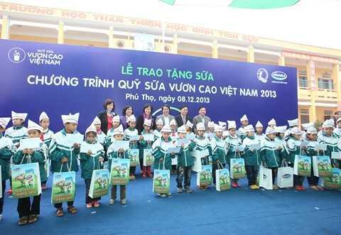 Hơn 33 ngàn ly sữa đã được trao tặng cho trẻ em nghèo tại xã Đồng Lương, Cẩm Khê, Phú Thọ trong đợt này