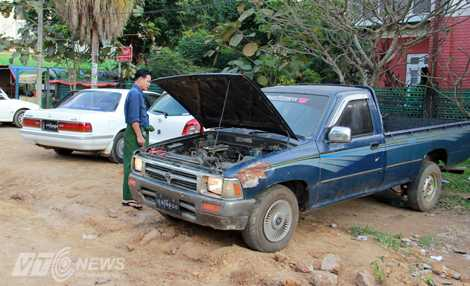 Chiếc xe gia đình của một người dân ở cố đô Yangon (Ảnh: Nhạc Dương)