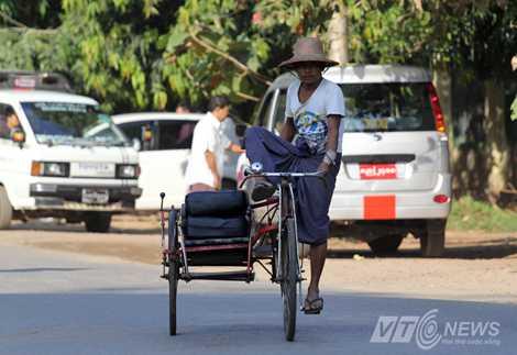 """""""Sidecar… đạp"""" ở Yangon (Ảnh: Hà Thành)"""