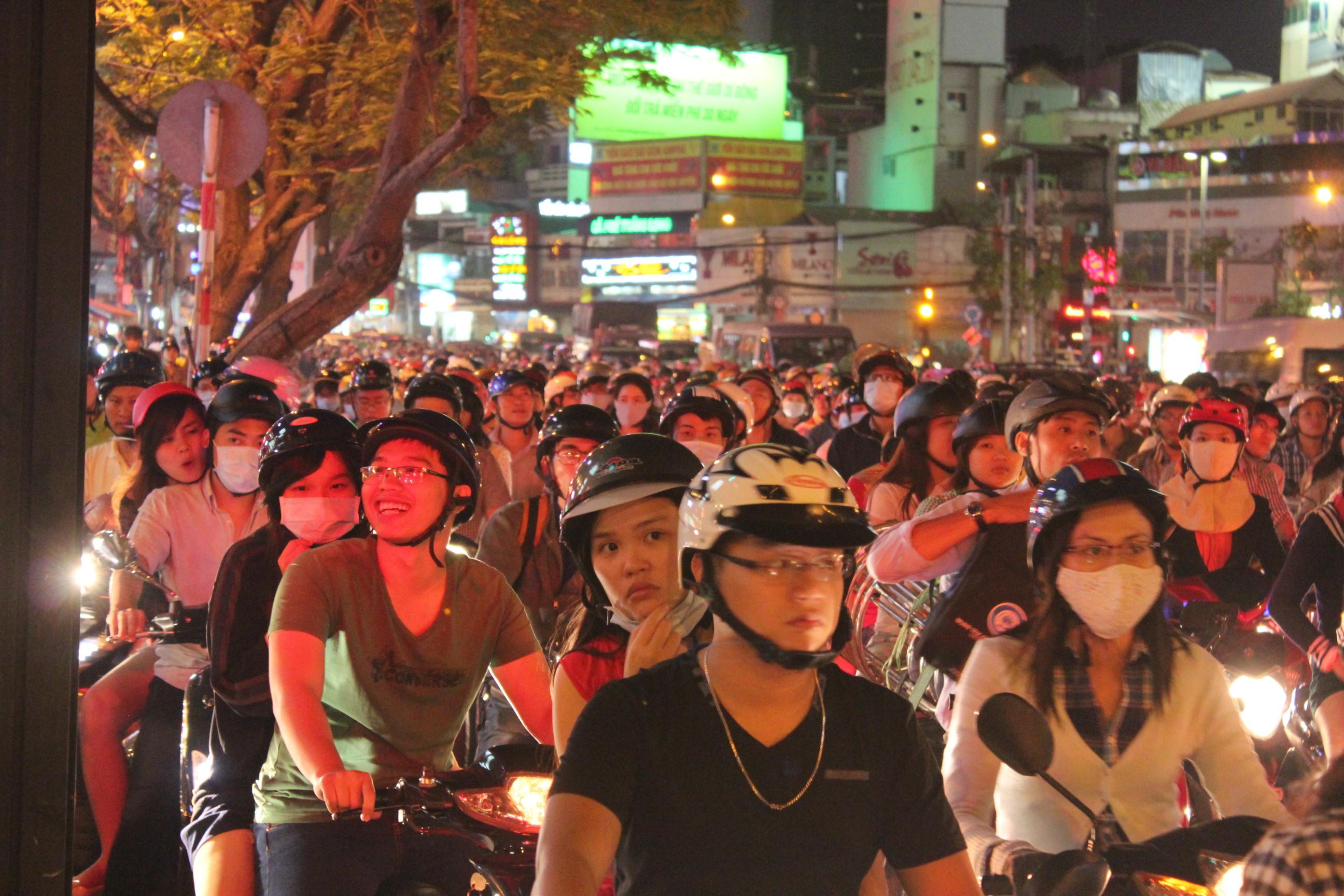Giao thông kẹt cứng trên đường Nguyễn Thái Học