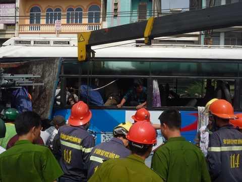 Lính cứu hỏa có mặt triển khai công tác cứu hộ cứu nạn