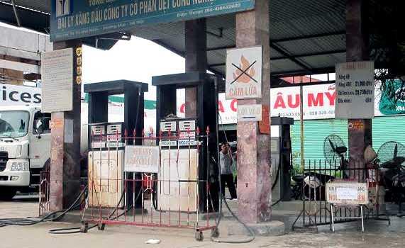 Cây xăng số 91-93 Lĩnh Nam, Hoàng Mai, Hà Nội nghỉ bán với lý do nhập hàng.