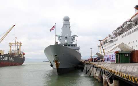 Khu trục tại cảng Đà Nẵng
