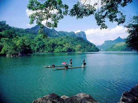 Hồ Ba Bể là một điểm du lịch lý tưởng cho Tết Dương lịch