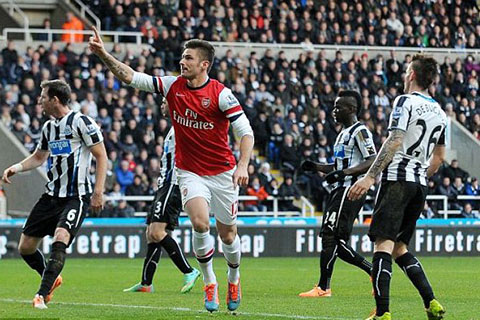Giroud ghi bàn duy nhất giúp Arsenal có 3 điểm