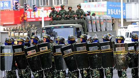 Cảnh sát chống bạo động ở Tân Cương