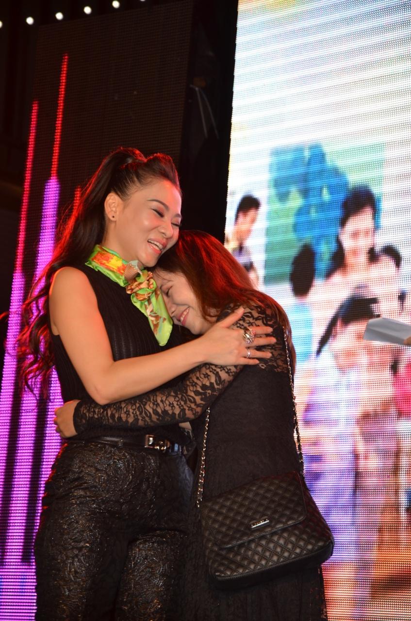 Thu Minh đã dành sự ưu ái cho một cô gái là fan hâm mộ của mình.