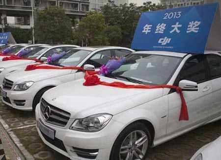 Dàn xe Mercedes dùng làm quà thưởng Tết.