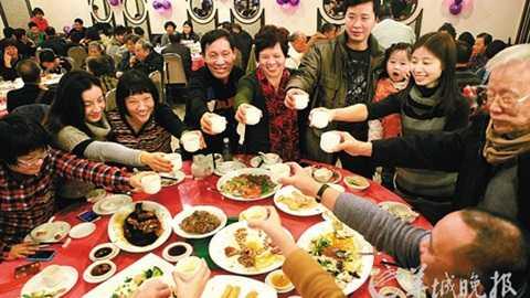 Một bữa cơm đoàn viên của người dân Trung Quốc