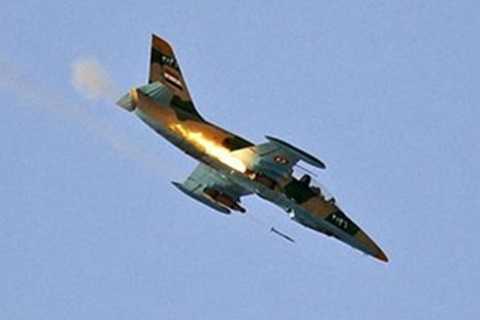 Một chiếc máy bay của Syria đang phóng rocket
