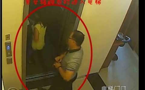 Vị thẩm phán bị bắt gặp vào khách sạn với nhân tình và trở ra hai giờ sau đó